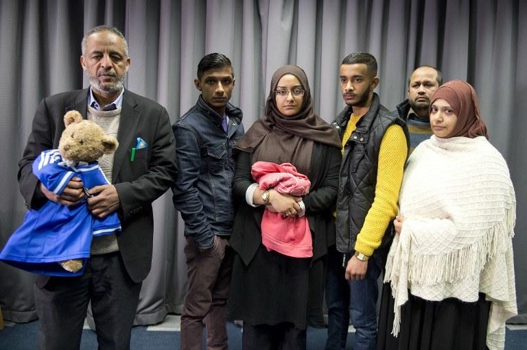 Rodziny dziewcznyn, które uciekły /AFP