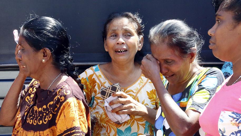 Rodziny ofiar opłakujące swoich bliskich /M.A. PUSHPA KUMARA /PAP/EPA