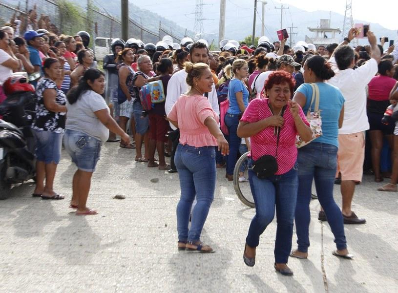 Rodziny ofiar po ogłoszeniu listy zabitych w Acapulco /MARIA MEZA /PAP/EPA