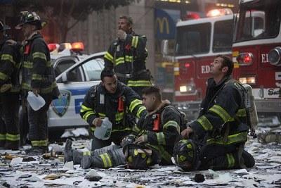 Rodziny ofiar tragedii WTC chcą skorzystać na sukcesie filmu Stone'a /