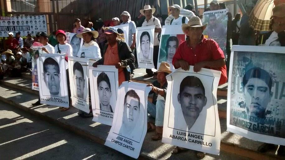 Rodziny uprowadzonych studentów /LENIN OCAMPO TORRES  /PAP/EPA
