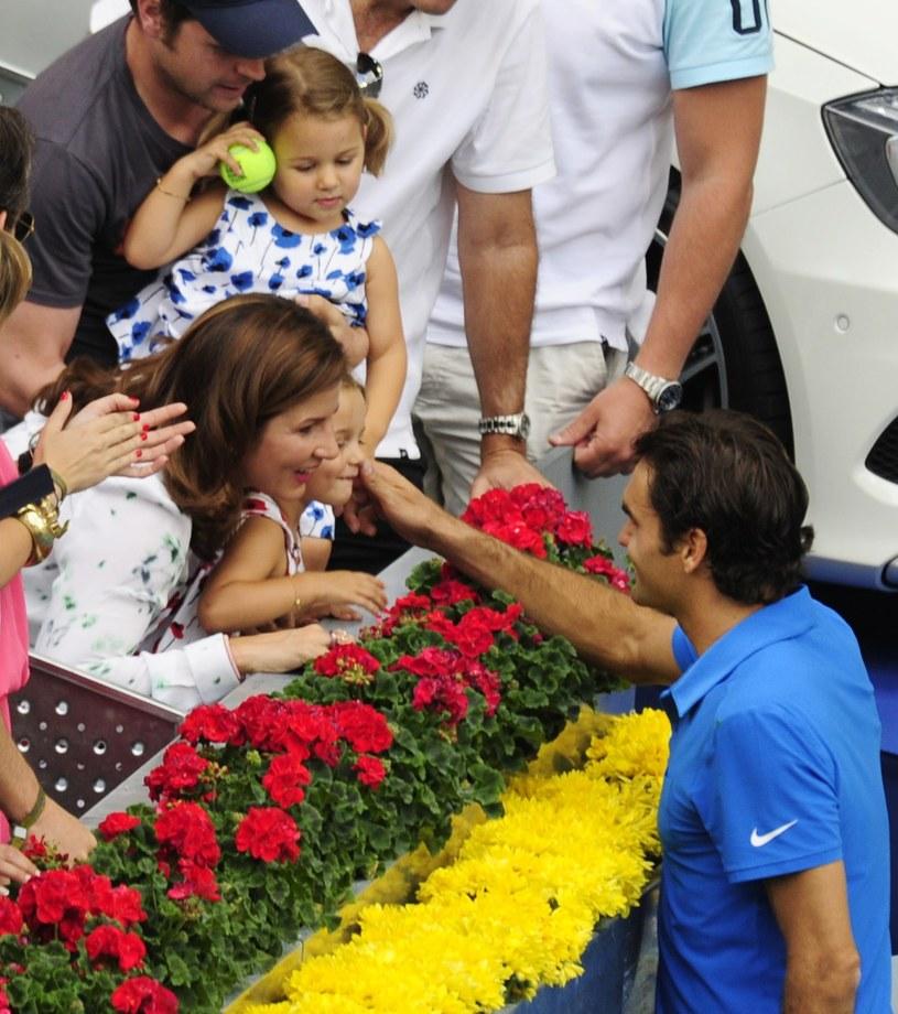 Roger Federer i jego żona Mirka są już szczęśliwymi rodzicami bliźniaczek /AFP