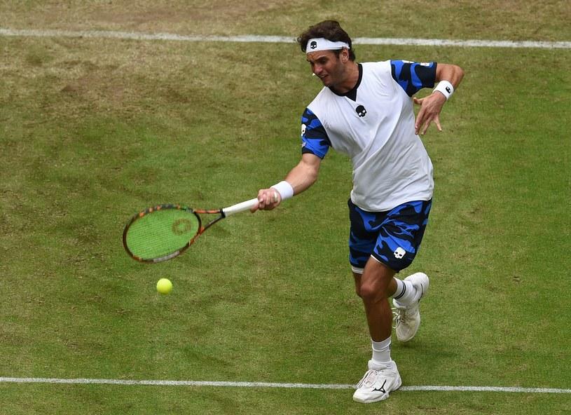 Roger Federer podczas turnieju w Halle /AFP