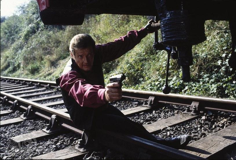 """Roger Moore jako James Bond w filmie """"Ośmiorniczka"""" /materiały dystrybutora"""