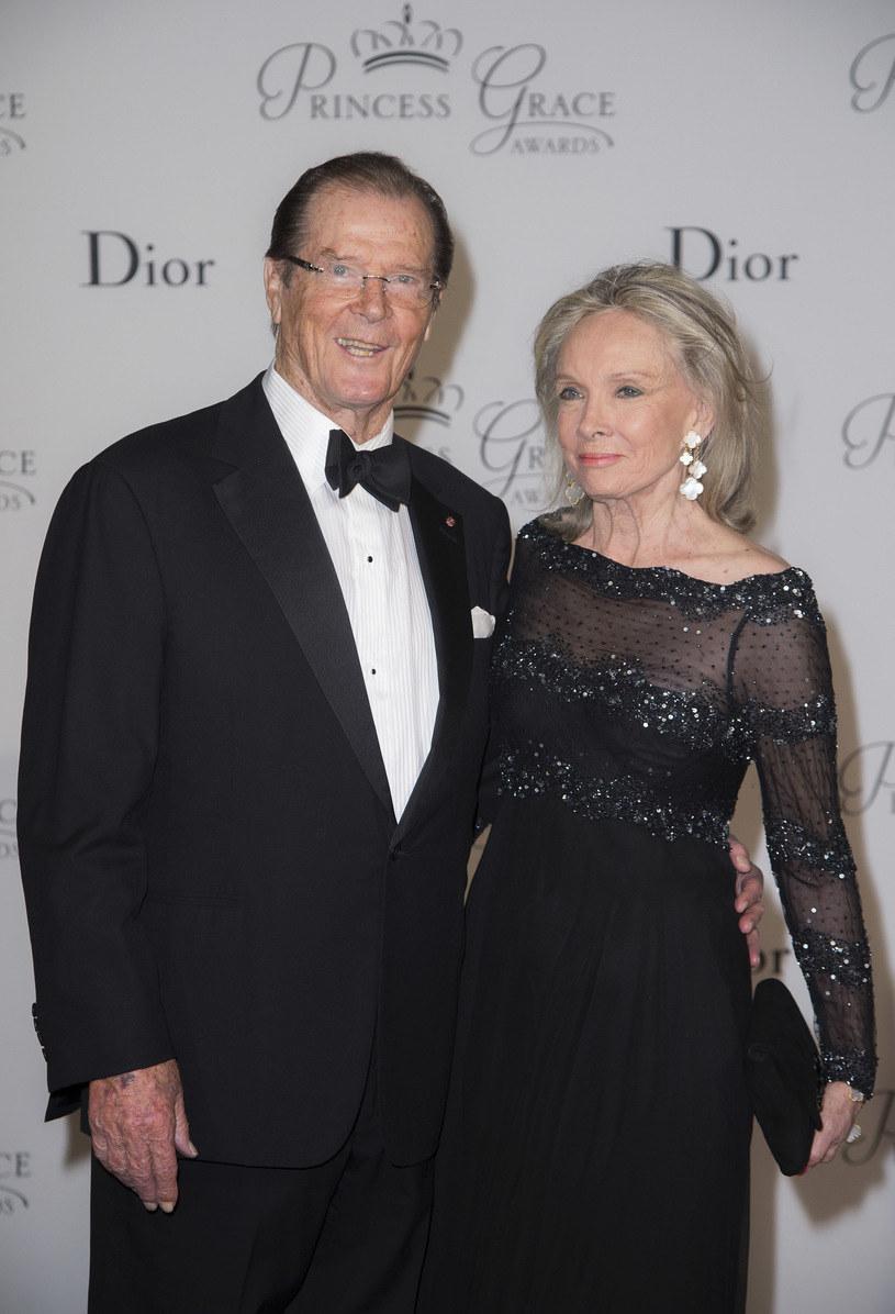 Roger Moore z żoną Kristiną Tholstrup w 2015 roku /Pascal Le Segretain /Getty Images