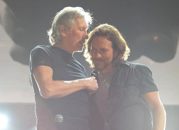 Roger Waters i Eddie Vedder podczas koncertu 12-12-12 - fot. Larry Busacca /Getty Images/Flash Press Media