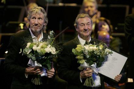 Roger Waters i Nick Mason podczas ceremonii w Sztokholmie /arch. AFP