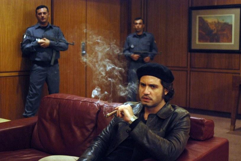 """Rok 1975 - to właśnie wtedy Ilich stał się znany jako Carlos (kadr z mini-serialu """"Carlos"""") /East News"""