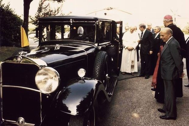 Rok 1984 - powrót papamobile do Watykanu /