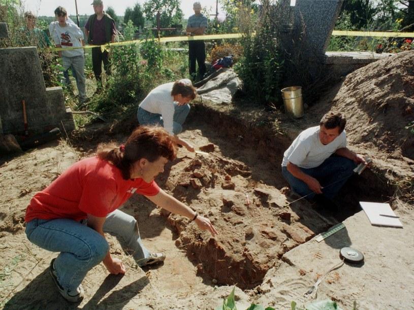 Rok 1998, ekshumacja grobu Kazimierza Pułaskiego /East News