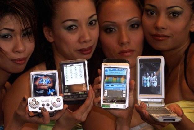 Rok 2002 - rodzina PDA Sony CLIE opartych o system firmy Palm /AFP