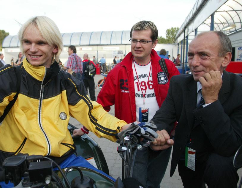 Rok 2004. Pierwszy z lewej Krzysztof Cegielski, po prawej jego mentor - Zenon Plech. /Fot. Łukasz Grochala /Newspix