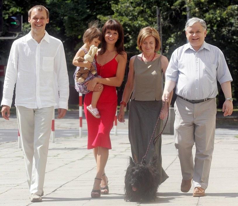 Rok 2005, Marta Kaczyńska z rodzicami, mężem i córeczką Ewą /MICHAL ROZBICKI /INTERIA.PL