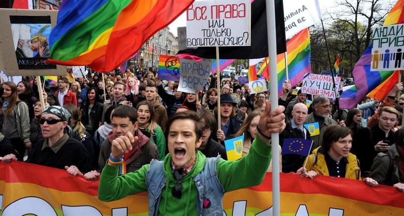 Rok 2014. Manifestacja środowisk gejowskich podczas parady w Sankt Petersburgu /AFP