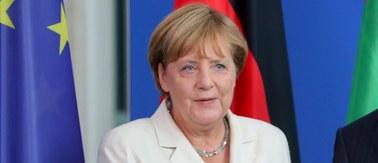 """Rok temu kanclerz Merkel """"zaprosiła"""" uchodźców. Pokazała tym swoje nowe polityczne oblicze"""