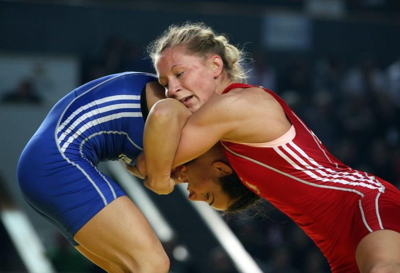 Roksana Zasina (w czerwonym stroju) podczas walki z Esterą Dorbe o złoty medal ME /PAP/EPA
