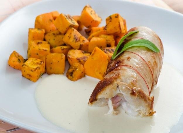 Rolada z kurczakiem smakuje wybornie również z dynią /123RF/PICSEL