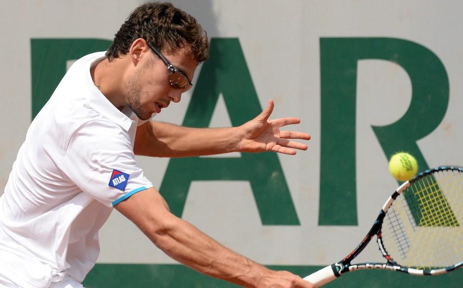 Roland Garros: Jerzy Janowicz w pojedynku z Victor Estrella Burgos /CAROLINE BLUMBERG /PAP/EPA