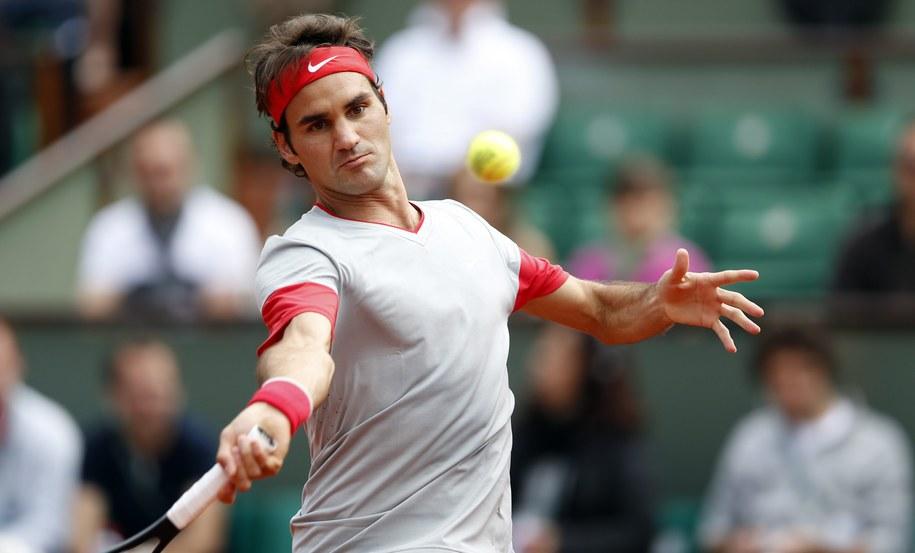 Roland Garros: Roger Federer w pojedynku z Lukasem Lacko /YOAN VALAT  /PAP/EPA