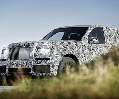 Rolls-Royce Cullinan na zdjęciach, ale zamaskowany