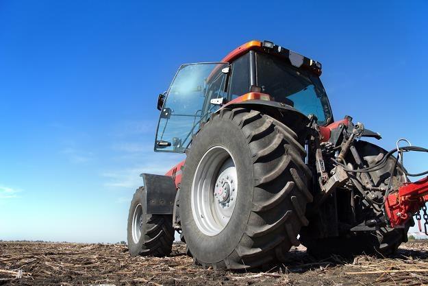 Rolnicy coraz częściej rezygnują z zakupu nowego sprzętu /©123RF/PICSEL