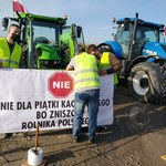 Rolnicy wściekli na PiS. Blokowali drogi w całej Polsce [MAPA BLOKAD]