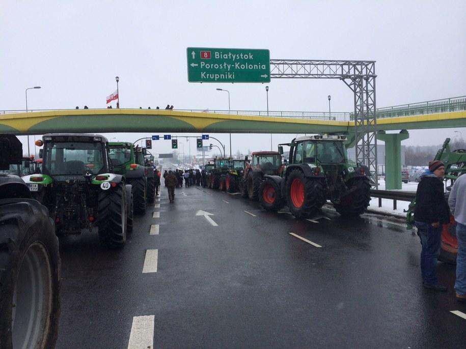 """Rolniczy protest na krajowej """"ósemce"""" /Piotr Bułakowski /RMF FM"""