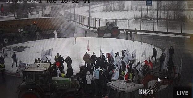 Rolniczy protest na rondzie w Sosnowcu na kadrze z monitoringu GDDKiA /GDDKiA w Łodzi /