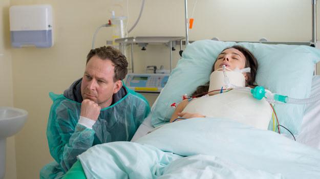 Roma nadal jest nieprzytomna, Michał musi zdecydować, czy przewiezie ją do szpitala w Polsce /x-news/ Piotr Litwic /TVN