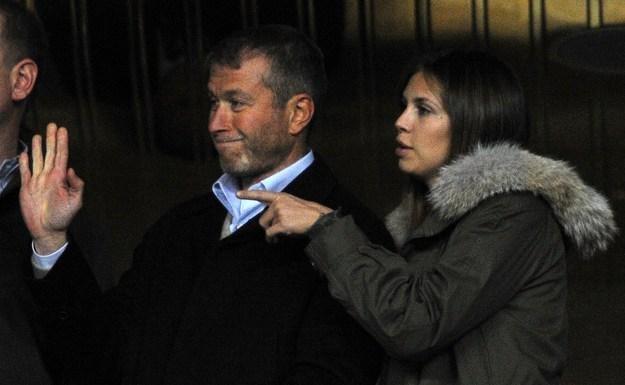Roman Abramowicz i jego przyjaciółka Daria Żukowa. /AFP