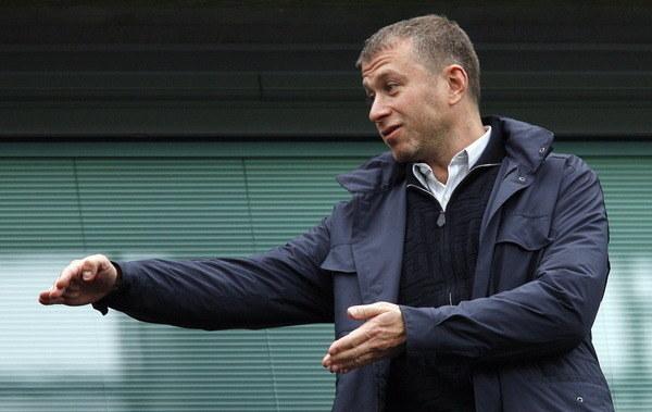 Roman Abramowicz nie ma oporów przed zwalnianiem trenerów. /AFP