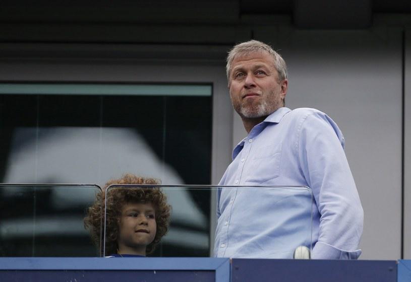 Roman Abramowicz, właściciel Chelsea, z synem /AFP