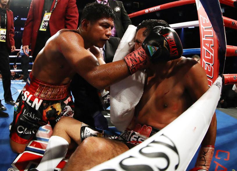 Roman Gonzalez (z lewej) tu w walce z Moisesem Fuentesem /Getty Images