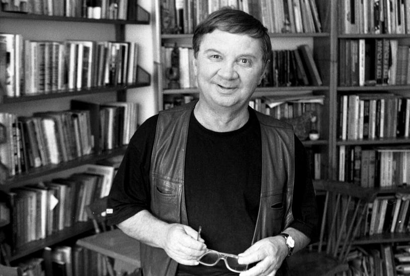 Roman Kłosowski w swoim mieszkaniu, 1998 r. /Andrzej Iwańczuk /Reporter