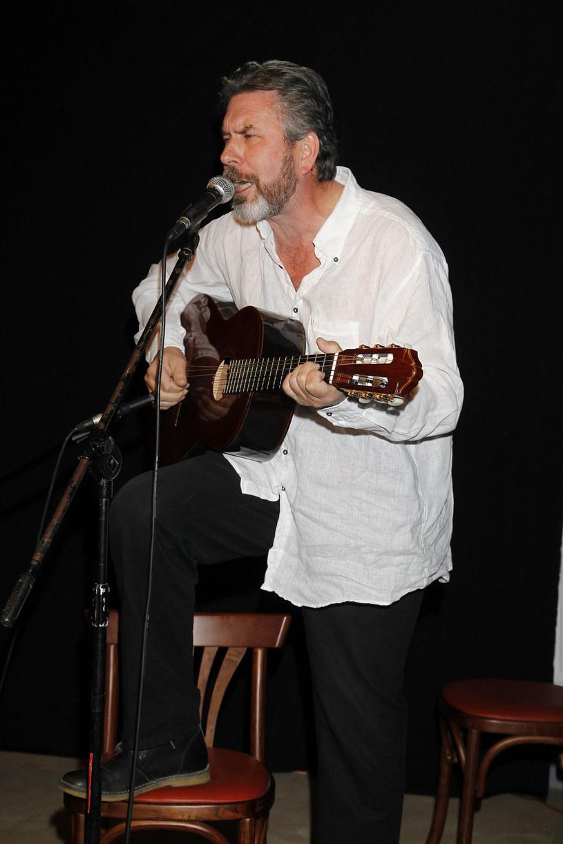 Roman Kołakowski był kompozytorem, piosenkarzem i gitarzystą, jak też poetą i tłumaczem /AKPA