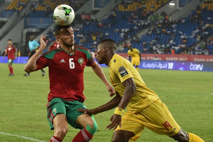 Roman Saiss (z lewej) strzelił drugiego gola dla Maroka /AFP