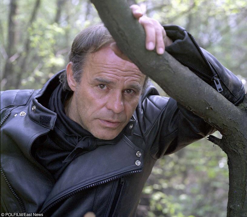 """Roman Wilhelmi na planie filmu """"Prywatne śledztwo"""" /East News"""