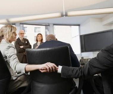 Romans biurowy - lepiej trzymać uczucia na wodzy?