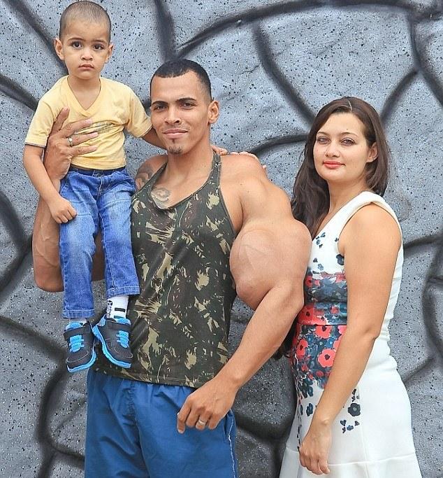 Romario z rodziną /Barcroft Media /materiały prasowe
