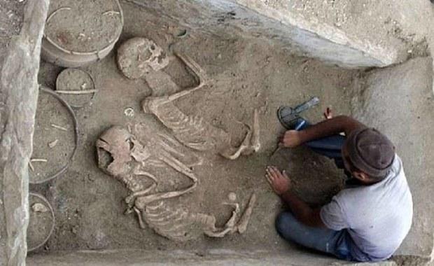 """""""Romeo i Julia"""" kazachskich stepów. Odkryto grób kochanków sprzed 5000 lat"""