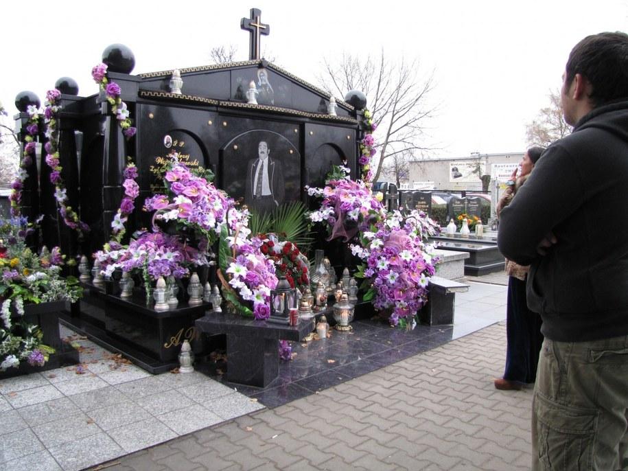 Romski grób na cmentarzu w Pabianicach /Agnieszka Wyderka /RMF FM