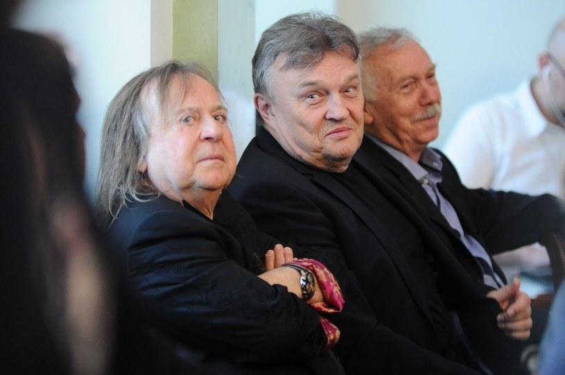Romuald Lipko (z lewej, obok Krzysztof Cugowski) walczy z rakiem /VIPHOTO /East News
