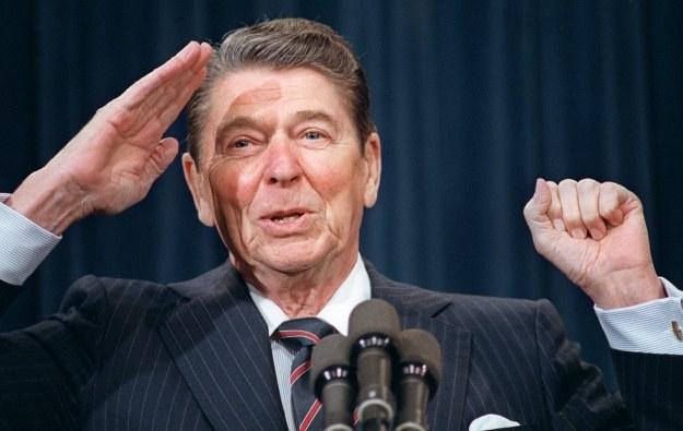 Ronald Reagan - to za jego kadencji rozgrywały się wydarzenia z lat 1981-1983 /AFP