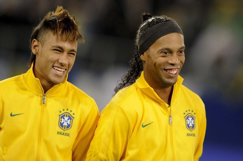 Ronaldinho w towarzystwie Neymara (z lewej) /AFP