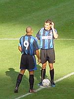 Ronaldo i Vieri rozpoczynają mecz /www.inter.it