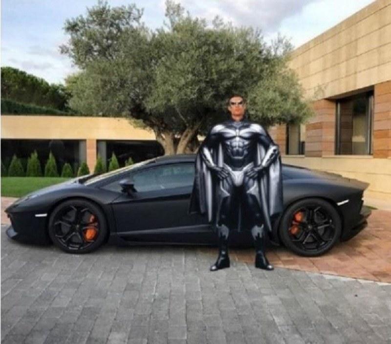 Ronaldo jest batmanem? /marca.com /Internet