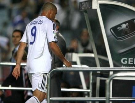 Ronaldo opuszcza murawę po czerwonej kartce. Getafe-Real 1:0 /AFP