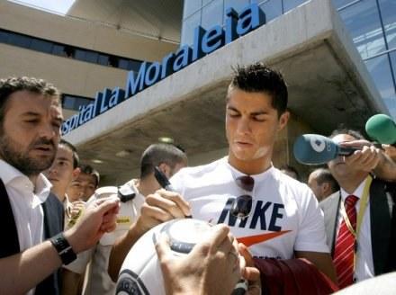 """Ronaldo po badaniach w Madrycie paradował w koszulce z """"niewłaściwym"""" logo /AFP"""
