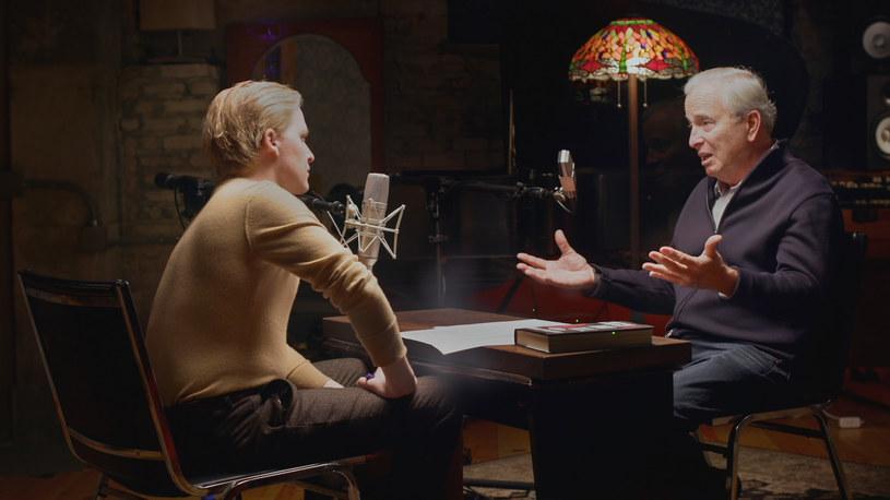 """Ronan Farrow i Ken Auletta w serialu dokumentalnym HBO """"Złap i ukręć łeb"""" /HBO /materiały prasowe"""
