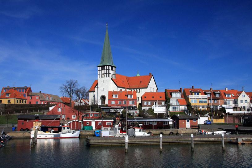 Rønne - stolica Bornholmu - jest centrum administracyjnym wyspy, ale też miasteczkiem o pięknej architekturze /123RF/PICSEL
